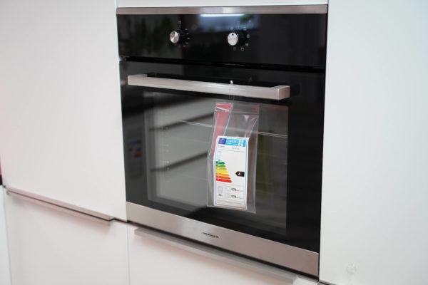Bauformat Designküche mit Elektrogeräten und Oranier Backofen