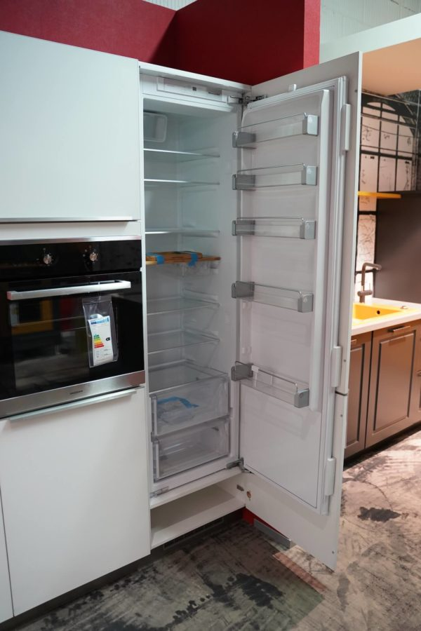 Bauformat L-Küche in weiß mit Elektrogeräten