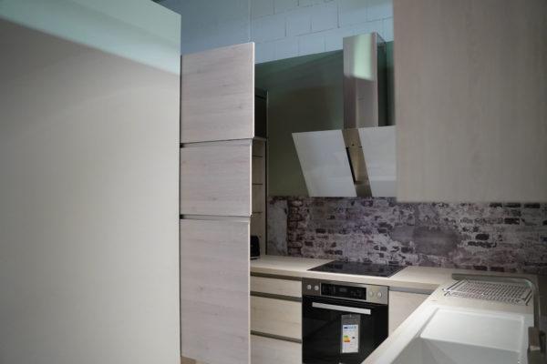 Design U-Küche Nobilia Riva grifflos mit Elektrogeräten