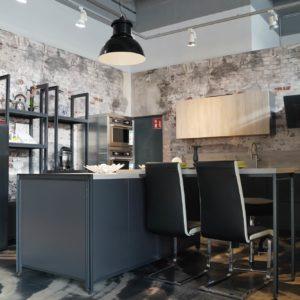Küchenhalle Design Inselküche mit Küchenzeile in matt grau grifflos