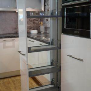 Nobilia Focus U-Küchen hochglanz Teleskop Auszug Vorratsschrank