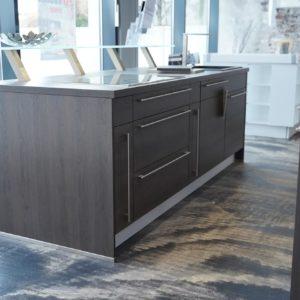 Nobilia Inselküche braune Küche Oak Holz Stangengriff Edelstahl