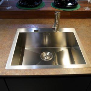 Nobilia Moderne Designküche mit hochwertiger Arbeitsplatte und Einbecken Küchenspüle