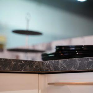 Nobilia U -Küche Edelstahl Griffe Marmor Arbeitsplatte Echtholz Nachbildung