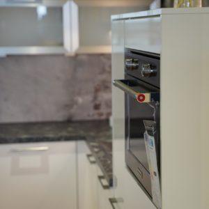 Nobilia U-Küche hochglanz Lack Edelstahl Griff Kitchen Aid Backofen