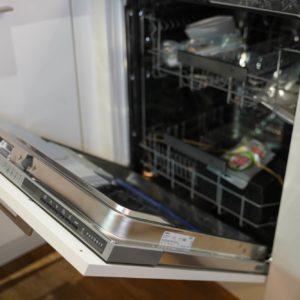 Nobilia U-Küche mit Einbau Elektrogeräten Backofen und Spülmaschine