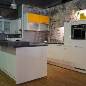 Nobilia U-Küche weiß hochglanz Lack Kunststein Arbeitsplatte Griffleisten